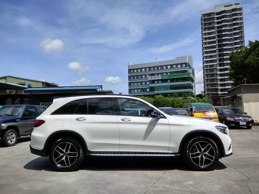 M-Benz GLC300 4matic AMG Line 2017